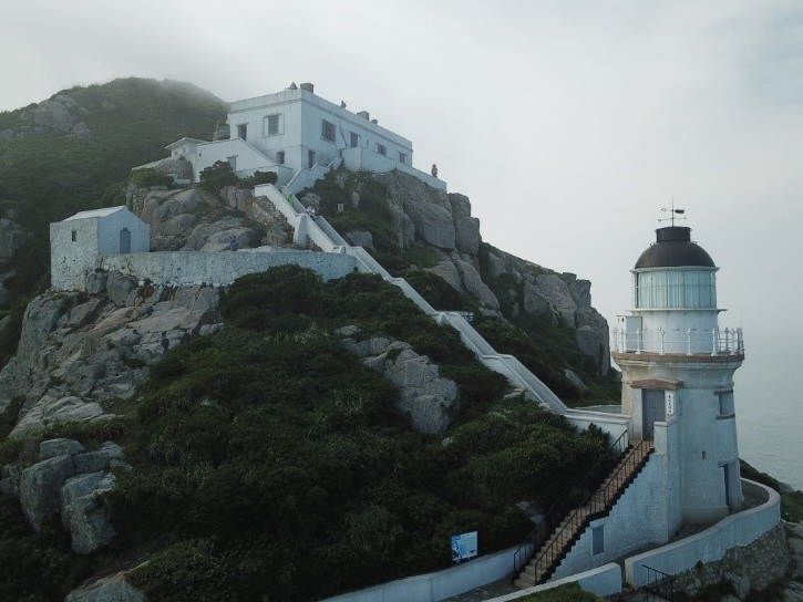 Dongyin Lighthouse is the first one to use a incandescent mantle in Taiwan.