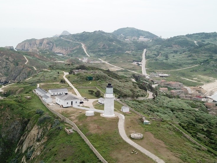 Dongju Lighthouse is the only lighthouse with a windbreak wall in Taiwan.